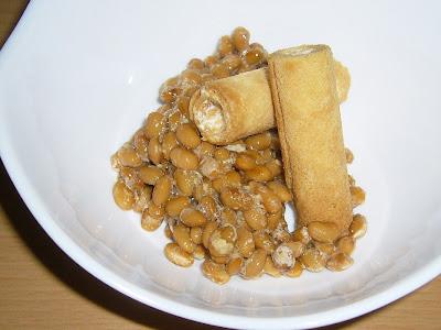 納豆に七尾製菓のフレンチパピロ