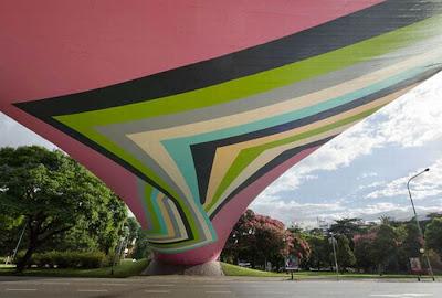 Giant Scale Street Art Seen On www.coolpicturegallery.us