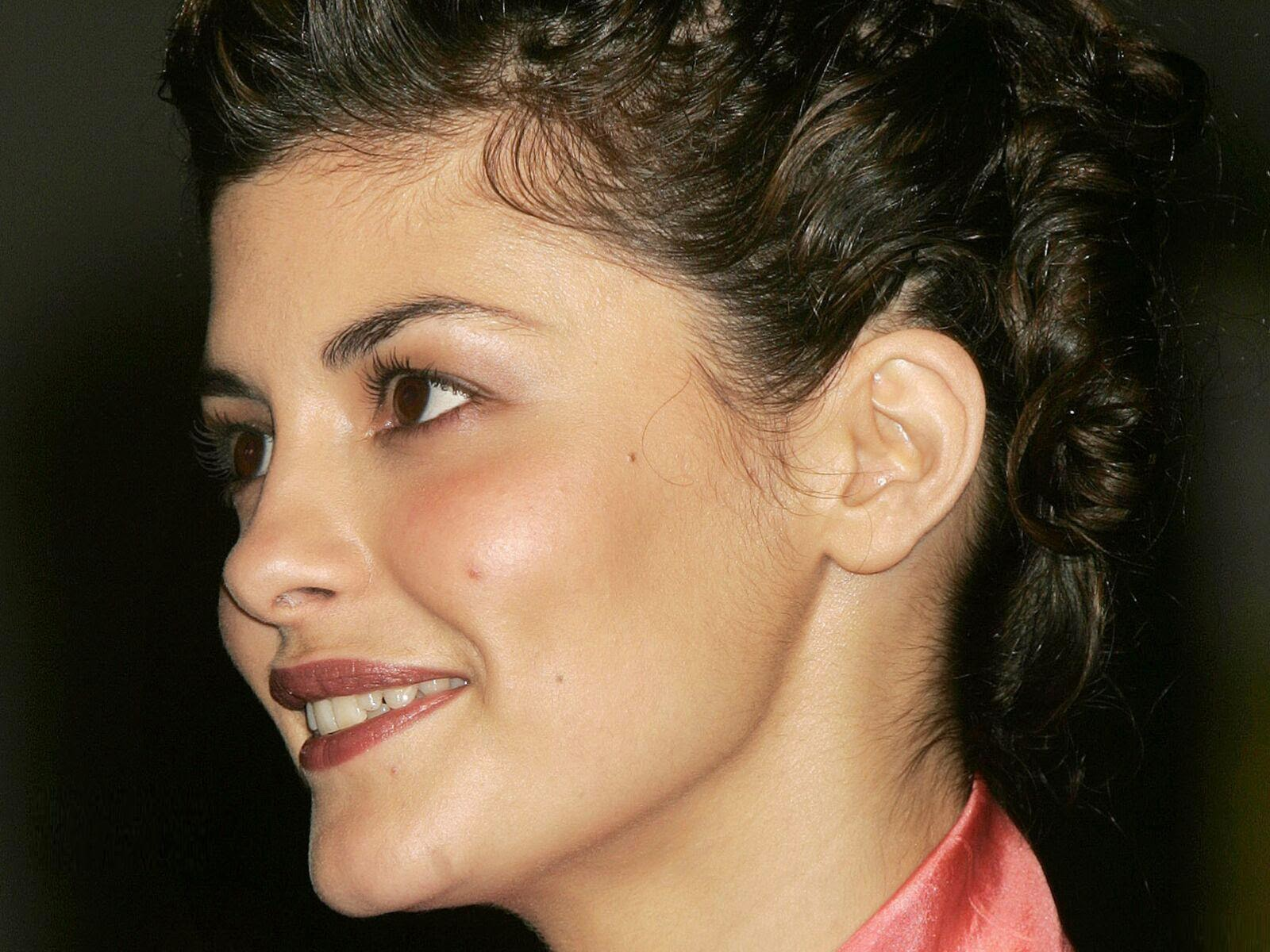 hollywood actress wallpaper: audrey tautou wallpapers free download