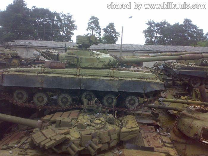 http://1.bp.blogspot.com/-Va-kT6amMks/TXImM1-9VcI/AAAAAAAAP4M/RhYPMEt1yQ4/s1600/panzer_cemetery_in_kiev_07.jpg