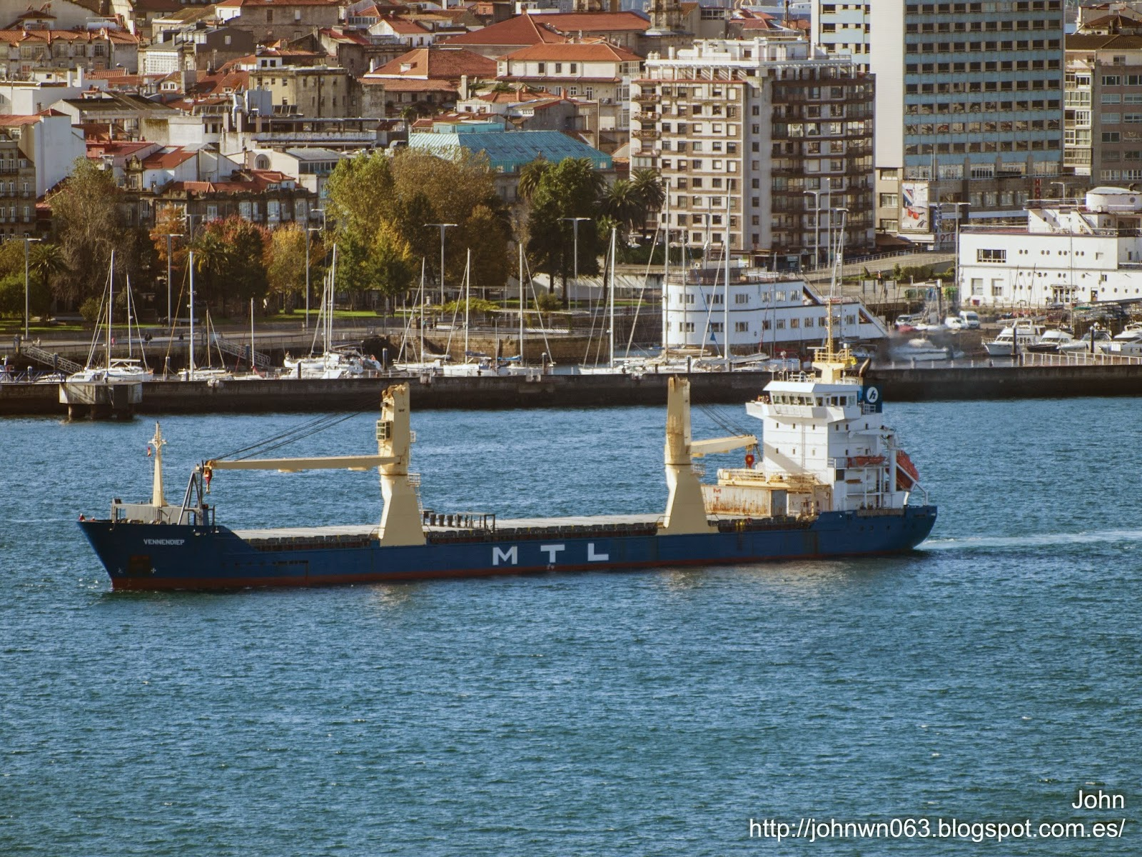 fotos de barcos, imagenes de barcos, feederlines, vennendiep, carga general, vigo
