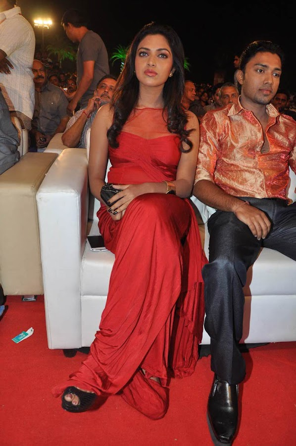 amala paul at naayak audio launch