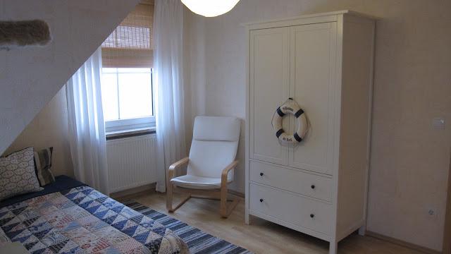 kleines gelbes haus m rz 2013. Black Bedroom Furniture Sets. Home Design Ideas