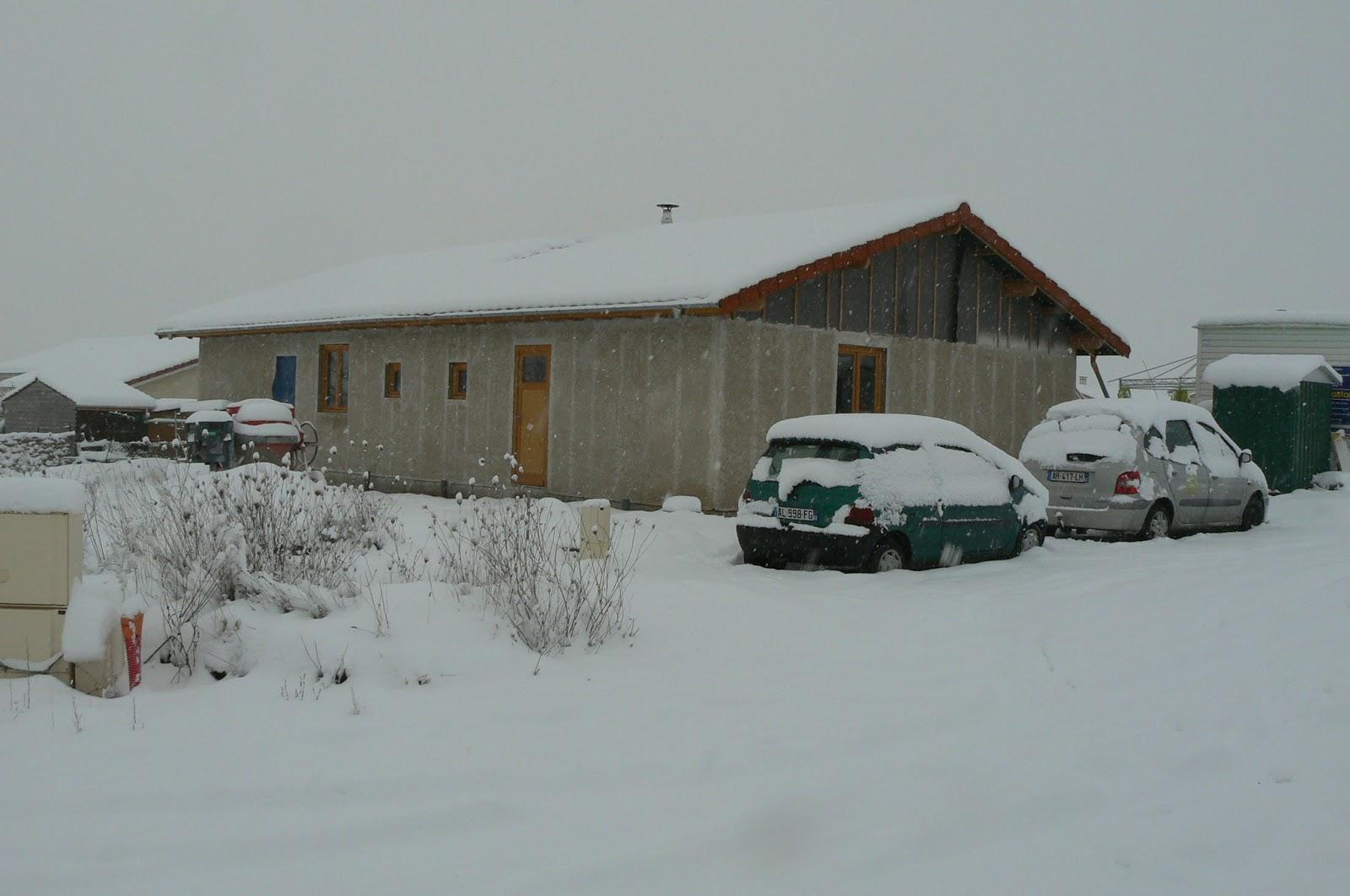 Autoconstruction d 39 une maison en paille lentigny notre for Autoconstruction paille