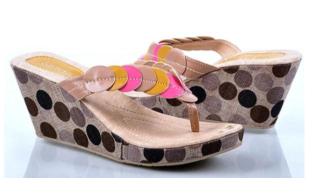 Sepatu: Sendal Wedges Bola-bola (SDG-476)