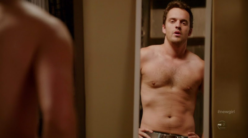 Jake Johnson Shirtless in New Girl s1e04
