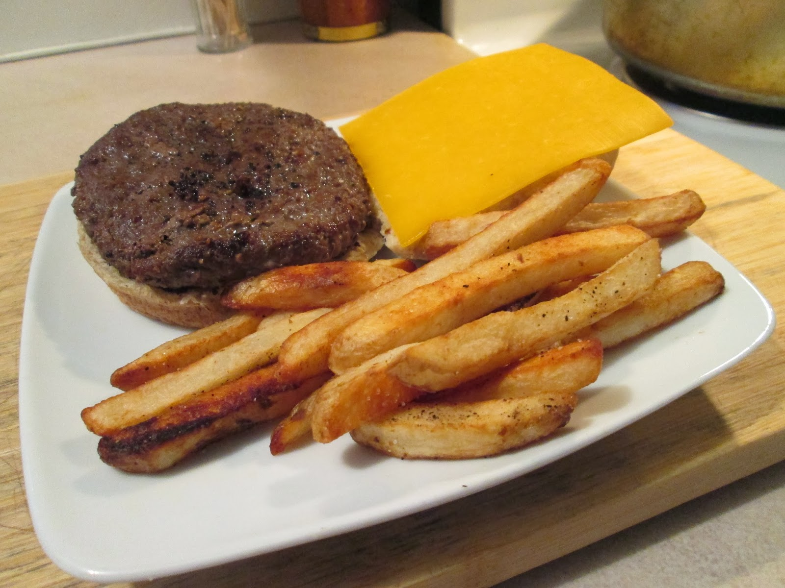 Diab2Cook: Sharp Cheddar Cheese Buffalo Burger w/ Baked Fries
