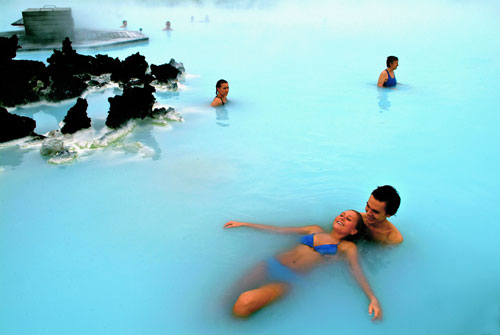Blue lagoon iceland keindahan spa geothermal dan bar for Where is the blue lagoon in iceland