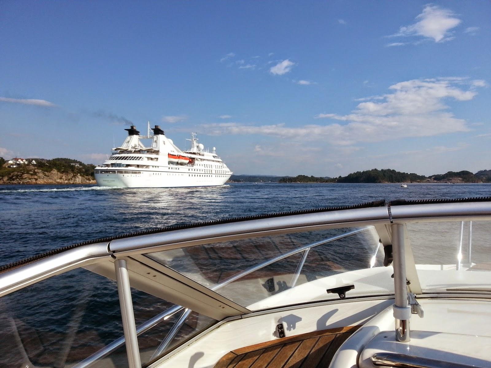 http://shipsinbergen.blogspot.no/2014/07/seabourn-legend.html