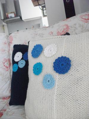tığ işi motifli yastıklar