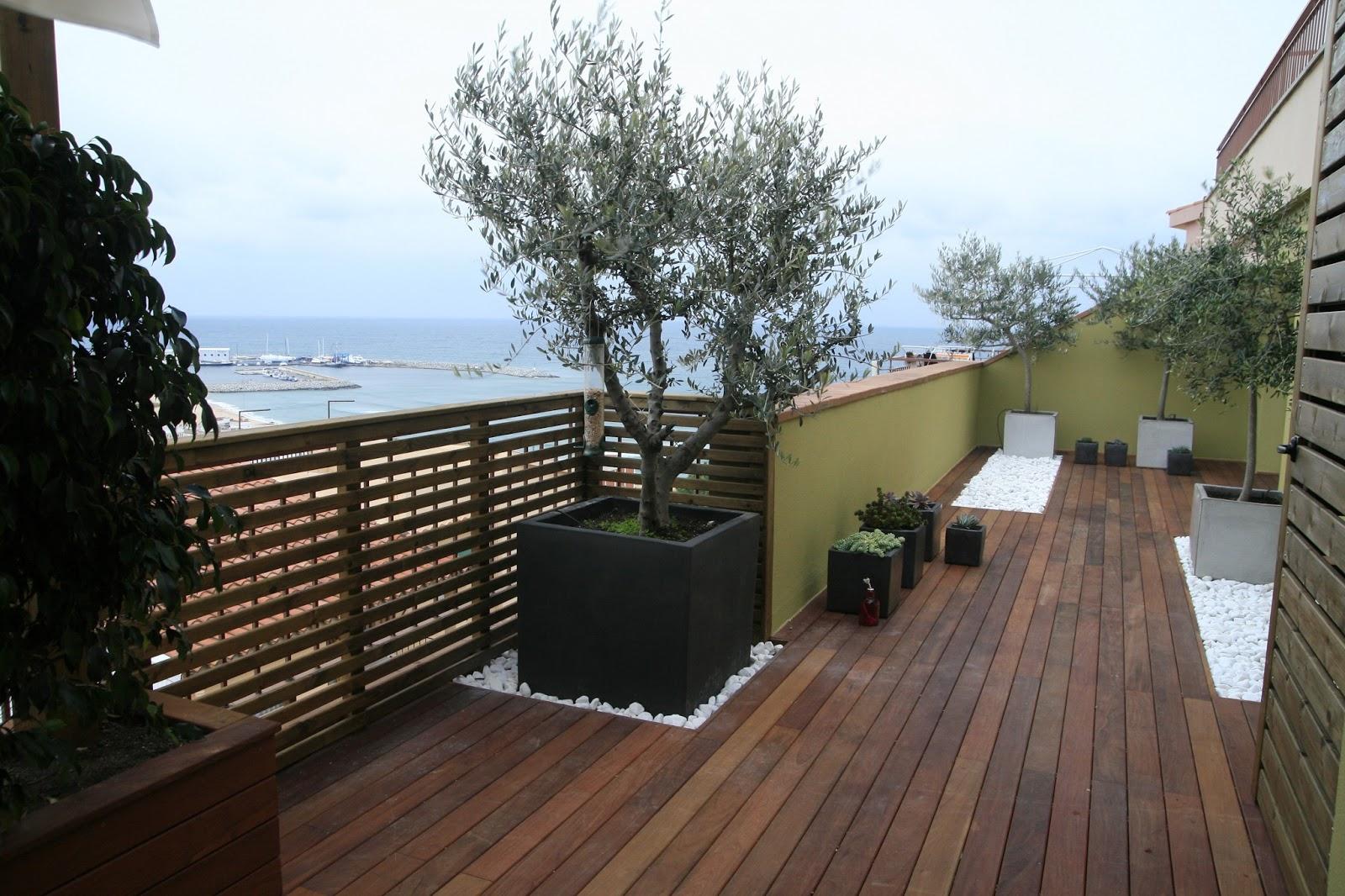 Jardinitis una terraza con vistas al mar for Macetas terraza diseno