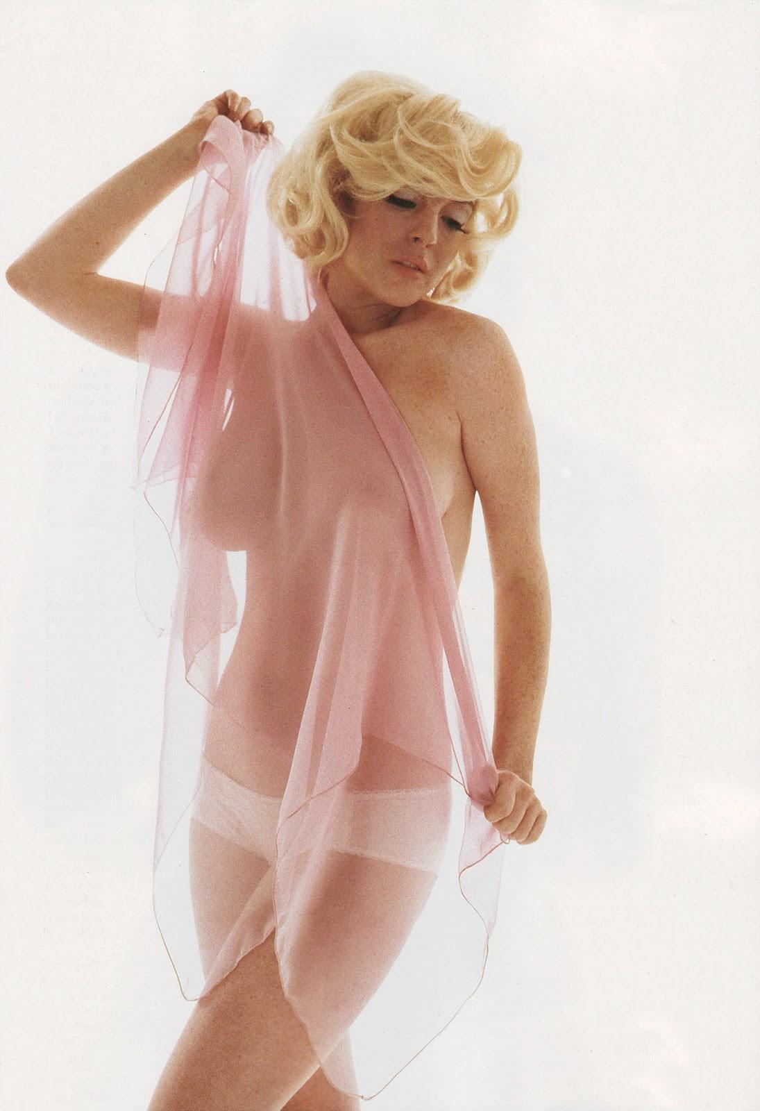 http://1.bp.blogspot.com/-Vc5X5uRvl3A/TwXZUa3ocGI/AAAAAAAAAtI/DaRbsP6ZDVs/s1600/Lindsay-Lohan-Nude-playboy%255Bwww.veniceracket.com%255D.jpg