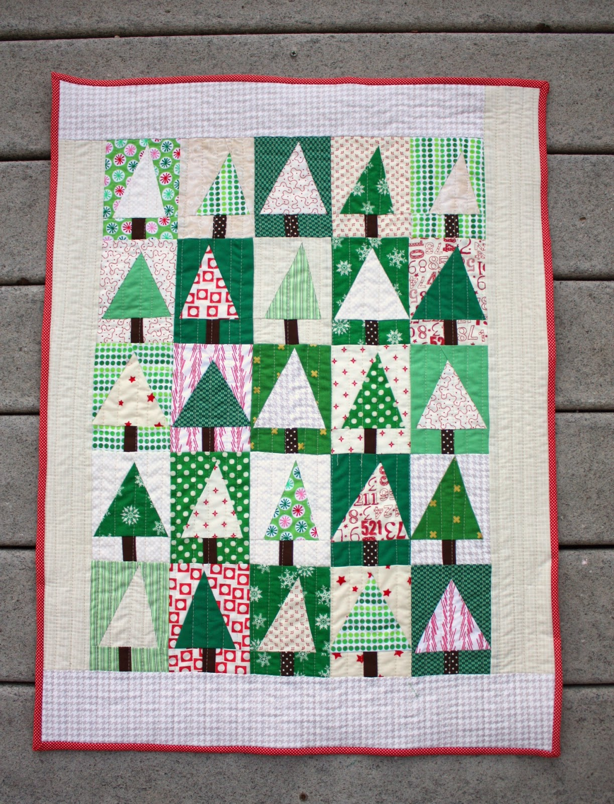 Patchwork Quilt Block Patterns Free : Quilt Inspiration: Free pattern day: Christmas quilts (part 1): Trees!