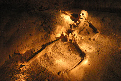 http://1.bp.blogspot.com/-VcPxZoVpfrw/TsaUrsES3kI/AAAAAAAAACU/cBsgfIyYa8c/s1600/actun-tunichil-muknal-cave.jpg