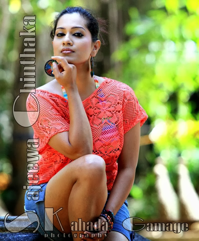 Nadeeshani Nilukshi thighs