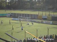 Yassogna festeja su gol, fue el segundo del pincha