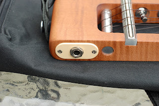 Risa Uke Solid ukulele jack socket