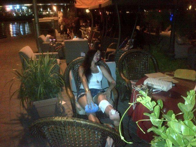بالصور اصابة لاميتا فرنجية شاطى