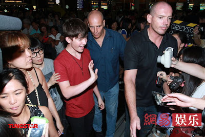 Greyson taking pictures with fans in Hong Kong July 2012