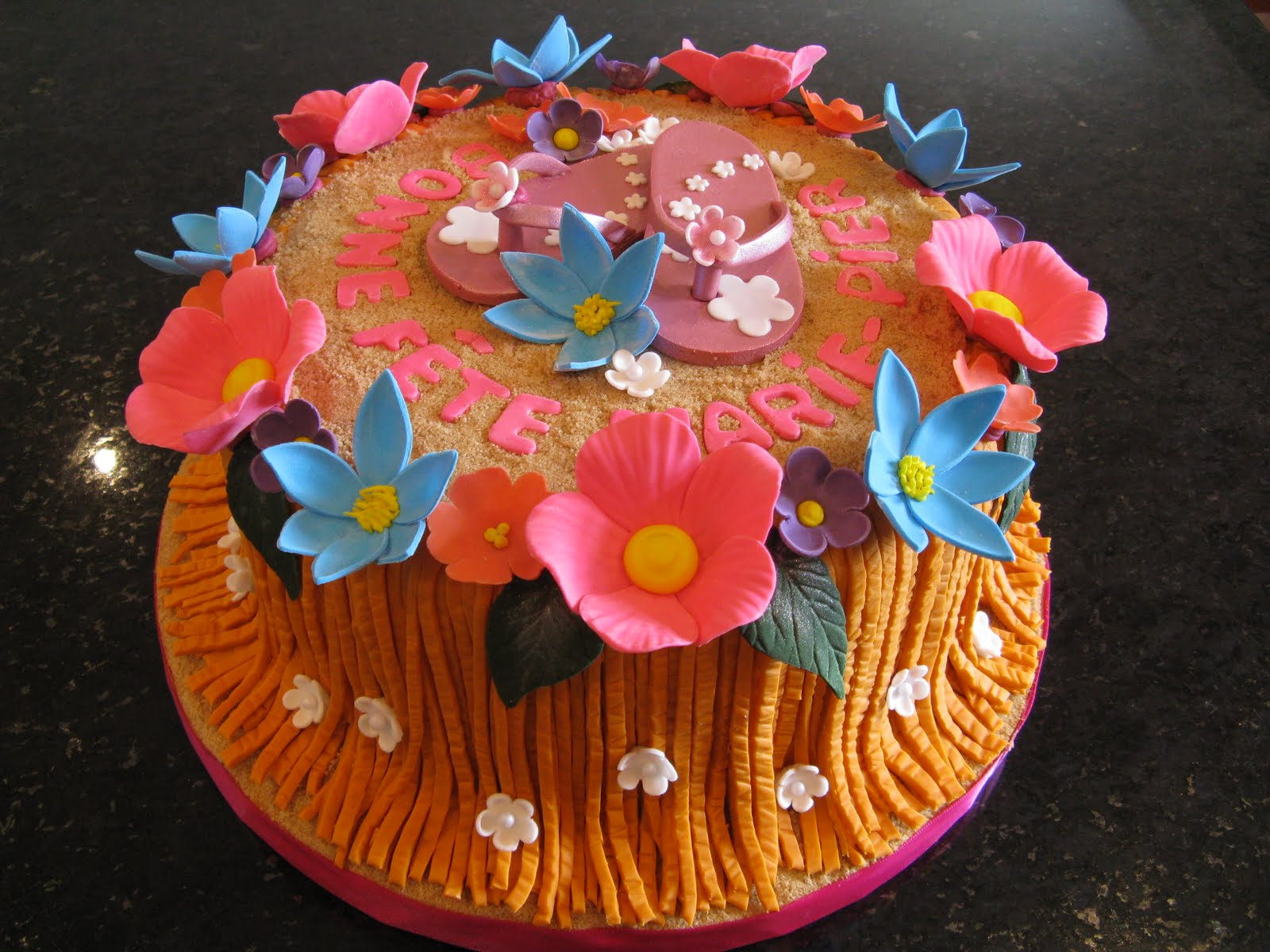 G teaux design g teau sandale jupe et fleurs hawaienne - Fleure hawaienne ...