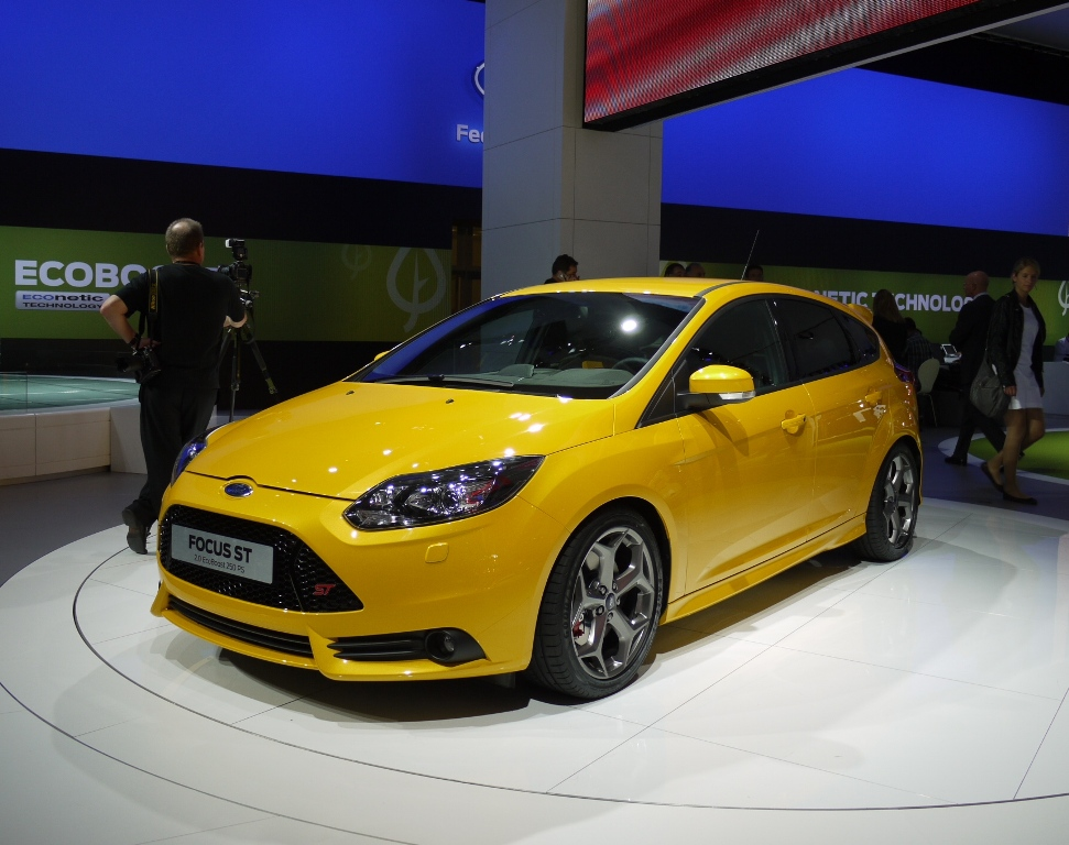 sport cars  ford focus st wagon hd wallpapers 2012