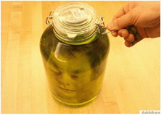 Kepala Manusia Dalam Botol Idea Kreatif Yang Menyeramkan