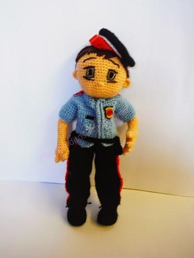 mosso d'esquadra policia amigurumi muñeca