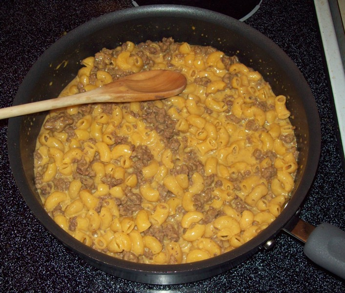 Ramen Butterfly: Velveeta Cheesy Skillets Ultimate Cheeseburger Mac