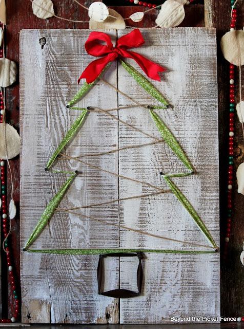 12 Jours de Noël arbre de ruban http://bec4-beyondthepicketfence.blogspot.com/