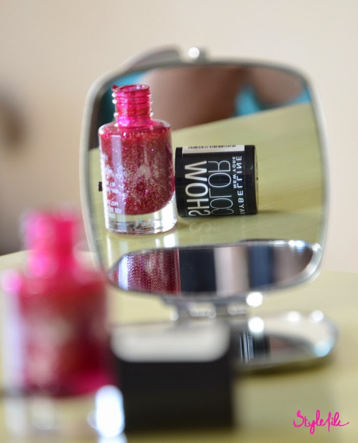 mirror, nail paint, nail polish, glitter, pink, maybelline, color show, manicure, reflection, beauty, cosmetics, makeup, style file india