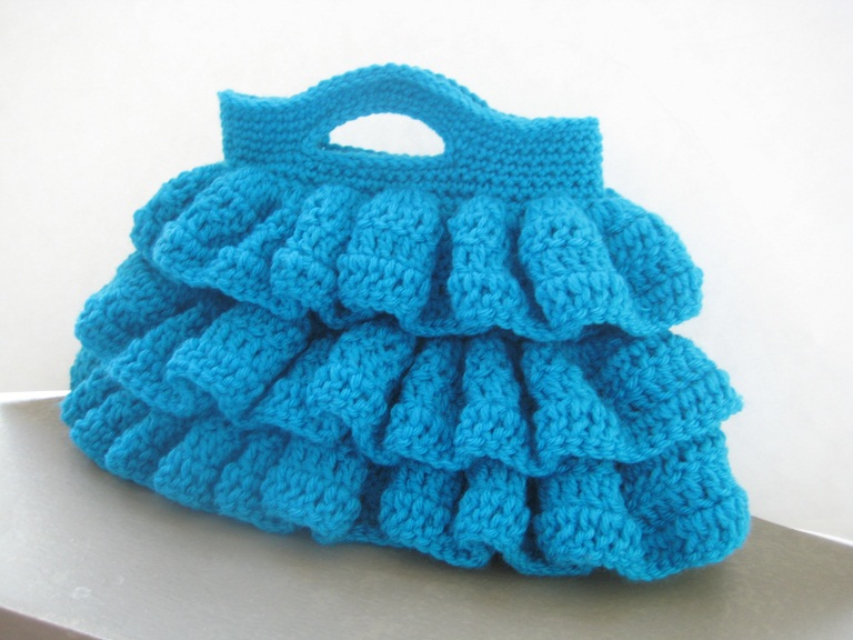 Free Crochet Patterns For Bags : Crochet Dreamz: Bella Ruffled Bag (Free Crochet Pattern)