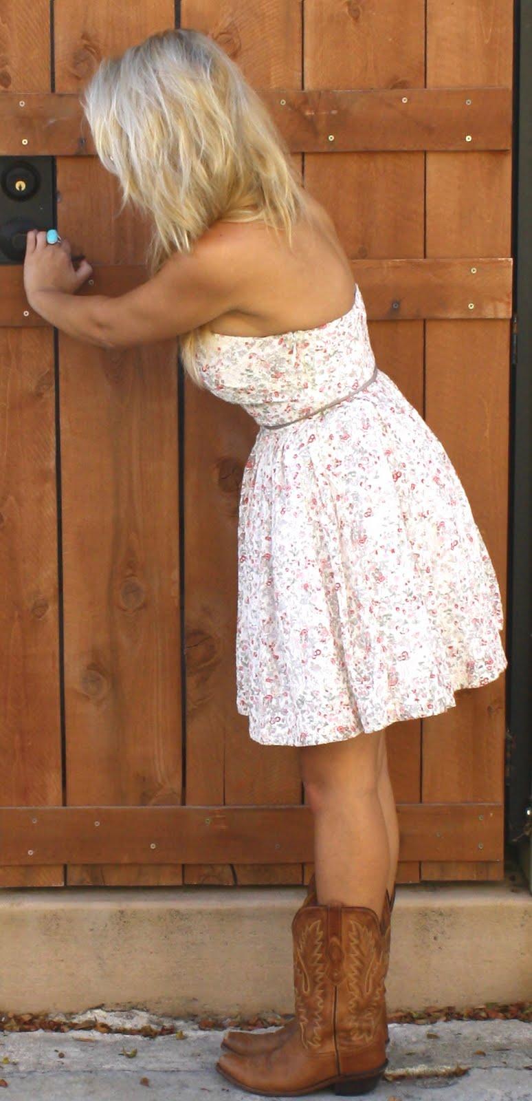 White Short Wedding Dresses With Cowboy Boots | Fashion Ideas