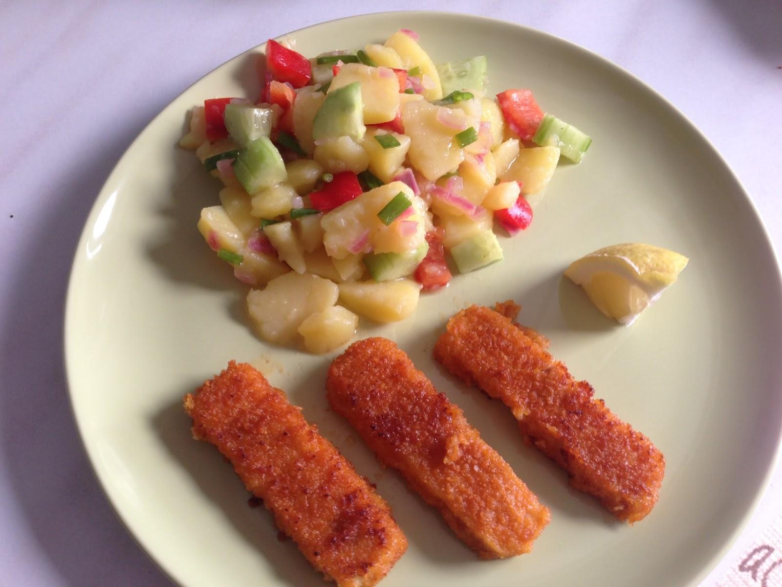 kochen f r kinder bunter kartoffelsalat mit paprika und gurke mit kinderaugen. Black Bedroom Furniture Sets. Home Design Ideas