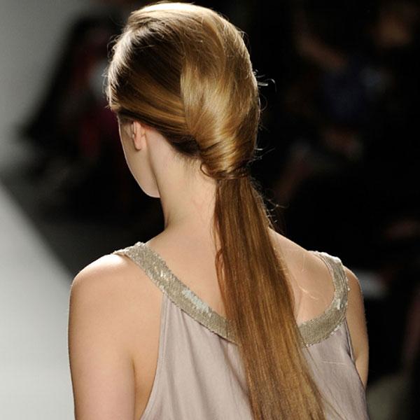 Si tienes un cabello liso, mantén tu cola de caballo
