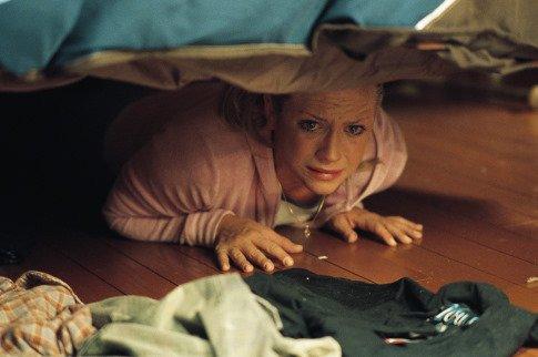 Výsledok vyhľadávania obrázkov pre dopyt woman under bed
