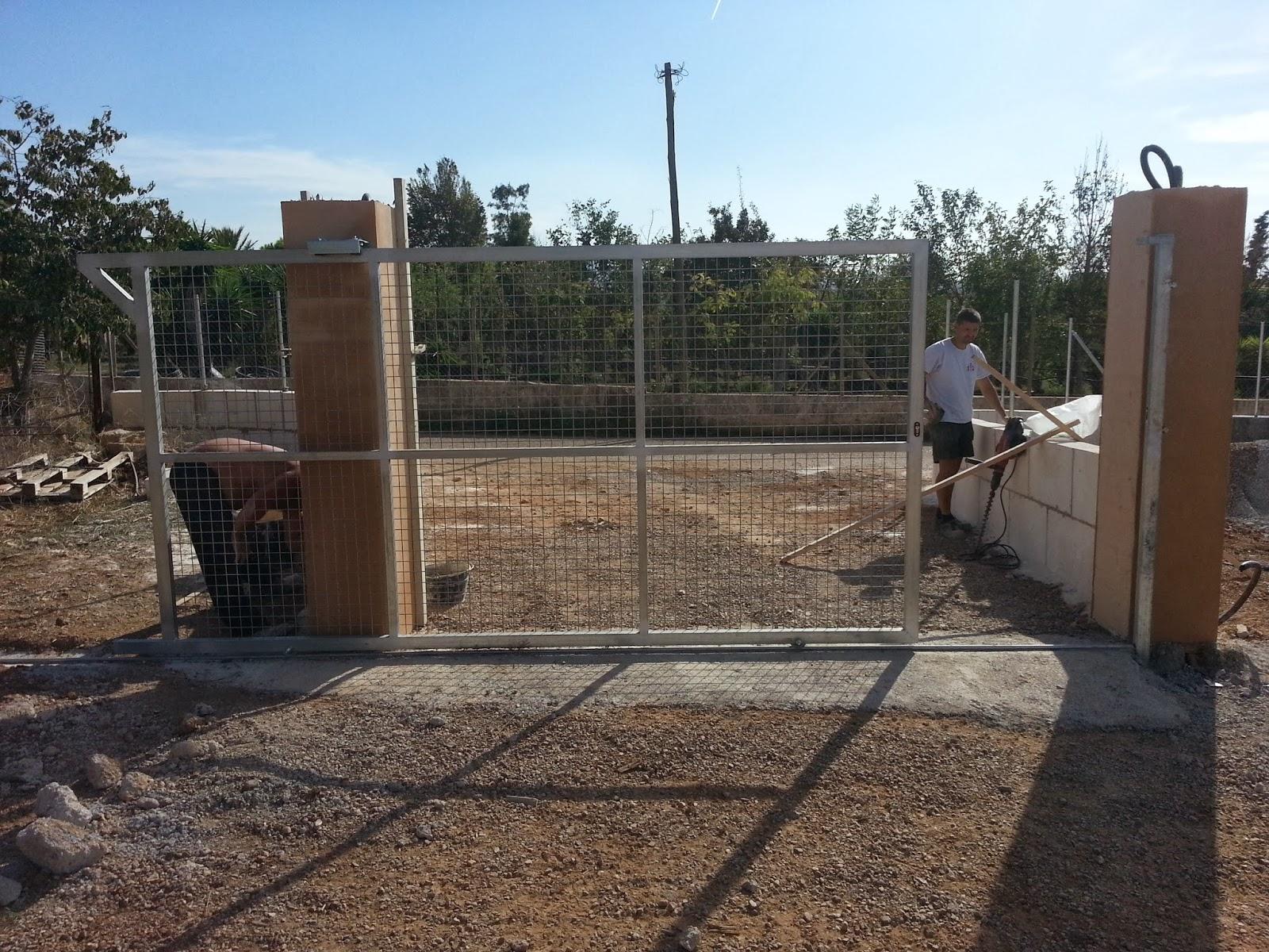 Puertas correderas de hierro revestidas de madera para - Mallas de hierro ...