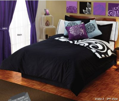 DORMITORIO BLANCO NEGRO Y MORADO via www.dormitorios.blogspot.com CUBRECAMA ESPECTACULAR BEDDING