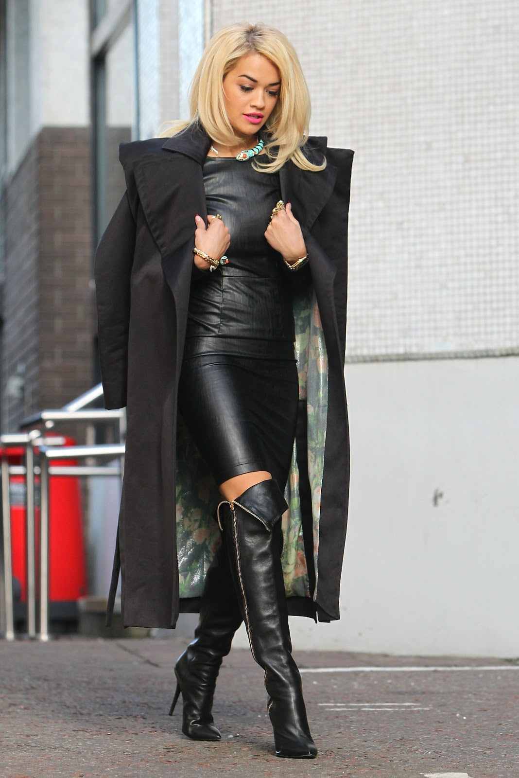 Moda abrigos y botas