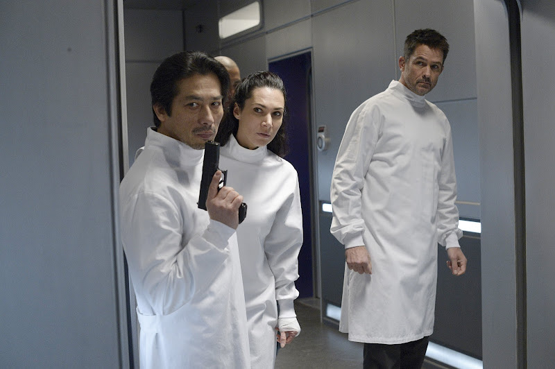 Helix - Episode 1.13 - Dans L'Ombre (Season Finale) - Promotional Photos