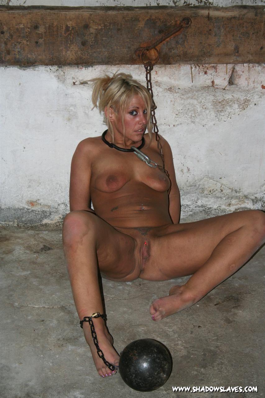 Bdsm villa slaves nues enchainees sexy download