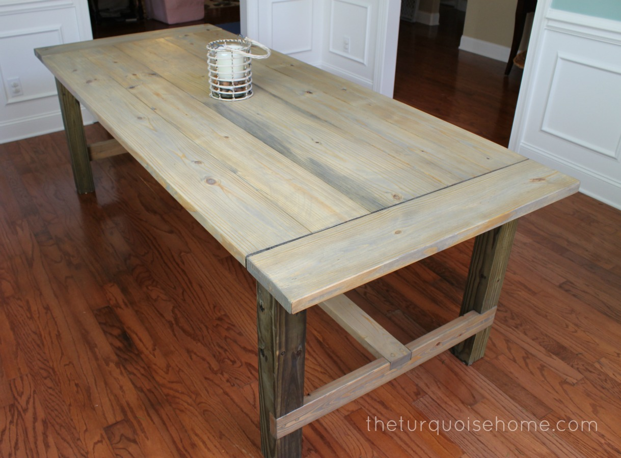 Diy farmhouse table for less than 100 the turquoise home for Table bois brut