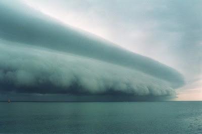 http://1.bp.blogspot.com/-VftaRFr3W6A/TcUBs6IeB0I/AAAAAAAAFA4/Yt7VzD3eTCs/s400/storms03.jpg