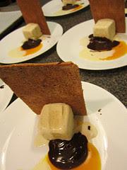 Hazelnut pastry monoliths