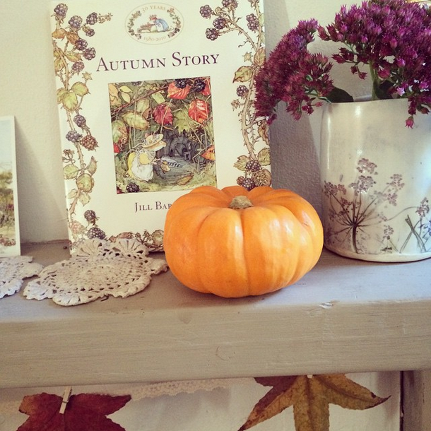Decorating with pumkins