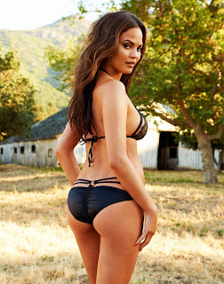 Chrissy Teigen Hot
