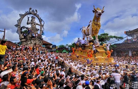 Cara Penganut Agama Hindu di Indonesia Membakar Mayat