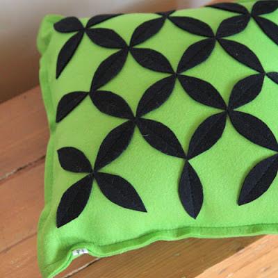 Vihreä sisustustyyny  villahuovasta