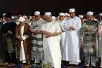 DYMM Sultan Kelantan Mengimamkan Solat