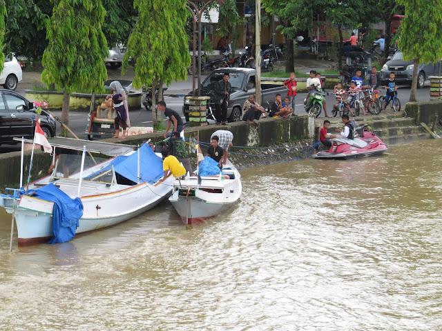 Pelabuhan Kecil Dipinggiran Sungai Kota Kecilku