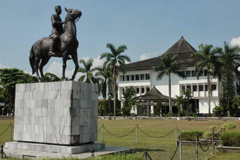 Gedung Rektorat UNY